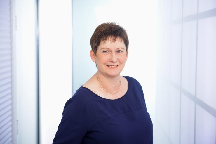 Carola Lisson, Rezeptionistin