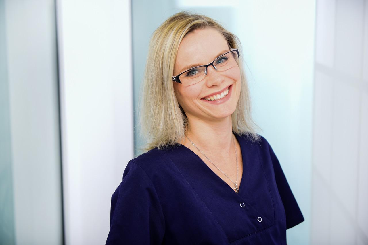 Ulrike Volkmann, Rezeptionistin