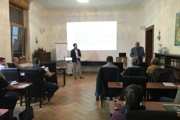 Dr. Wolfram Knöfler übergibt feierlich die Leitung des Arbeitskreises an Dr. Jan Fischer